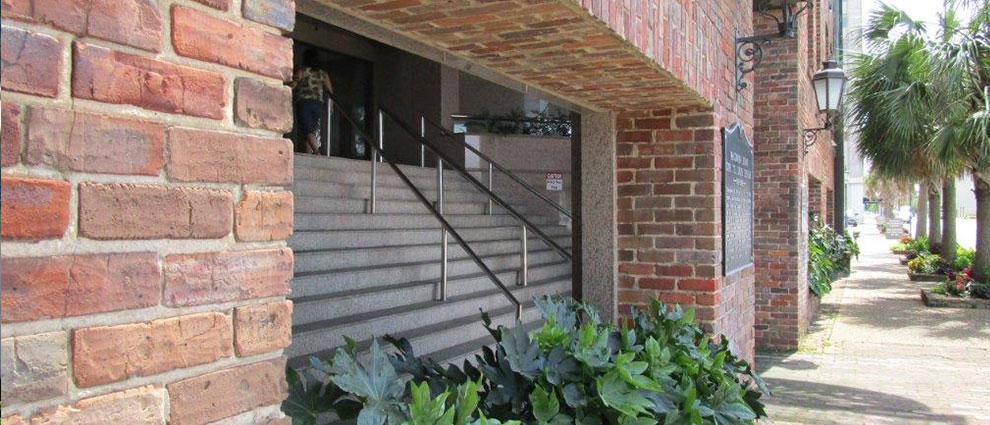 one-st-louis-centre-gal-entrance